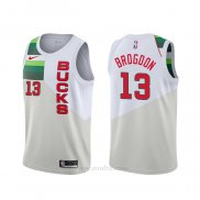 Camiseta Milwaukee Bucks Malcolm Brogdon #13 Earned Blanco